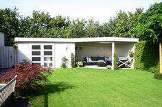Tuinhuis met veranda IJssel 12 (afmeting 9 x 4 meter)  Afmetingen 9.00 m. x 4.00 m. Tuinhuis 4.00 m. x 2.00 m. met veranda van 5.00 m. x 4.00 m. Hoogte ca. 2.50 m.  Uitgevoerd met een plat dak en dubbele 4- vlaksdeuren. Back Gardens, Backyard, Exterior, Outdoor Structures, Outdoor Ideas, Mississippi, Barbecue, Chill, Google