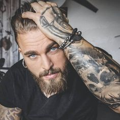 Inked Men& 💣 - Find more tattoo ideas . - Inked Men& 💣 – You can find more tattoo ideas on our - Sexy Tattooed Men, Bearded Tattooed Men, Hot Bearded Men, Hot Guys Tattoos, Sexy Tattoos, Guys With Tattoos, Inked Men, Hipster Noir, Hot Beards