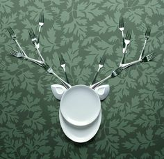 Photographer Jean-François de Witt specializes mainly in the genre of conceptual photography. The main object of this work are the kitchen items - plates, spoons, forks, bowls, of which the author has created interesting compositions that remind us of people, flowers and animals.