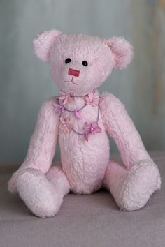 Hi!!! My name is Eliah, one of the Autumn 2020 collection of Muppie's Bears! My soft, pink viscose skin and lovely smile turn me into a very cute and adorable bear that is looking forward to be adopted by a sweet bear lover! Height standing: 28 cm (11 inches) Height sitting: 20 cm (7.9 inches) Necklace is included! Lovely Smile, Little Gifts, Bears, Adoption, Teddy Bear, Autumn, Sweet, Cute, Pink