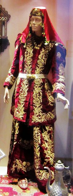 Traditional festive costume from Ankara  (city).   Urban style, early 20th century.  Adorned with 'goldwork' embroidery (in so-called 'Maraş işi'-technique).  (Ankara Ethnographical Museum).