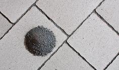 Pavimo-kivisarja, harmaa; saumaushiekka, musta (0-2 mm)