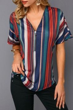 Fashion Tips 2018 Women's Shirts Blouses has never been so Trending! Since the beginning of the year many girls were looking for our Unique guide and it is finally got released. Now It Is Time To Take Action! Casual Skirt Outfits, Stylish Outfits, Blouse Styles, Blouse Designs, Modest Fashion, Fashion Outfits, Fashion Tips, Shirt Blouses, Women's Shirts