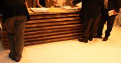 Verkaufspult Idee für z.B. Messen. Holzbretter schnell auf- und abgebaut. Curtains, Inspiration, Home Decor, Wooden Boards, Biblical Inspiration, Blinds, Decoration Home, Room Decor, Draping