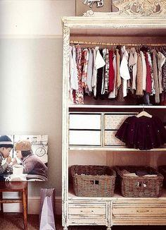 organized. cute baby room!! @Mollyhondro Layden - closet free storage
