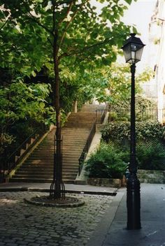 Escaliers paris 18ème © Caroline DUEZ
