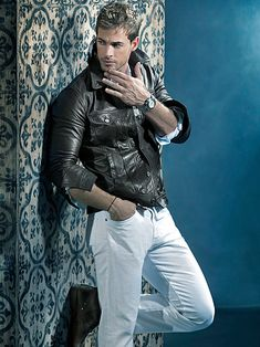 ImageFind images and videos about sexy, man and william levy on We Heart It - the app to get lost in what you love. William Levi, Sharp Dressed Man, Attractive Men, Male Beauty, Man Crush, Look Fashion, Gorgeous Men, Leather Men, Leather Jacket