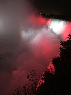 Niágara falls in Canada's flag 🇨🇦