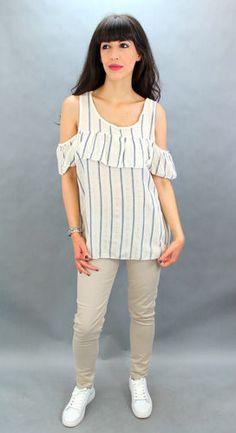 Camiseta con estampado de rayas. Hombros descubiertos. Tejido mezcla de viscosa y lino. Detalle de hilos brillantes. Peplum, Tops, Women, Fashion, Printed Tees, Stripes, Tejidos, Moda, Fashion Styles