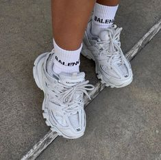 Balenciaga - White Triple S Clear Sole Sneakers White Tennis Shoes, Tennis Shoes Outfit, Tenis Vans, Balenciaga Sneakers, Aesthetic Shoes, Hype Shoes, Look Vintage, Winter Shoes, New Shoes