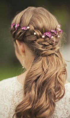 Medieval Maiden Hairstyle: Lovely Braided Hair with Flowers