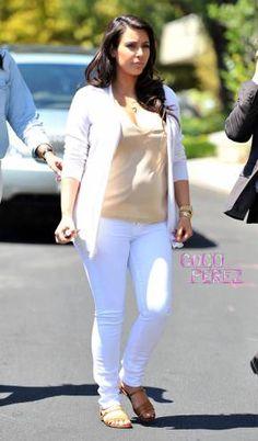 Kim Kardashian House Hunts In Maternity Jeans | CocoPerez.com