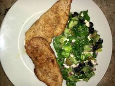 Görög saláta, fűszeres csirkével