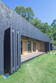 Gallery of Tilt Roof House / BCHO Architects – 4 - Haus Der Architektur Architecture Durable, Contemporary Architecture, Architecture Design, Modern Shed, Modern House Design, Modern Homes, Casas Containers, Timber Cladding, Shed Homes