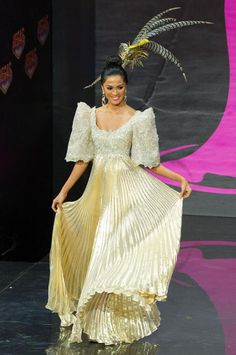 Miss Universe 2013 National Costume Round: Miss Philippines Ariella Arida Receives Backlash for Terno Dress Philippines Dress, Miss Philippines, Philippines Fashion, Maria Clara Dress Philippines, Philippines People, Miss Universe Costumes, Miss Universe National Costume, Miss Univers 2013, Modern Filipiniana Gown