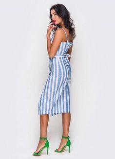 Laconic dress sundress in a blue stripe on the smell Big Dresses, Pretty Dresses, Summer Dresses, Leggings Mode, Women's Fashion Leggings, Vintage Outfits, Latest Fashion For Women, Womens Fashion, Spring Summer Fashion