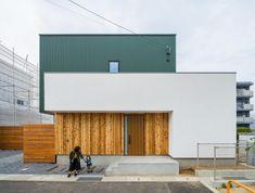 Kazuya IkezoiさんはInstagramを利用しています:「グリーンが目を惹くかわいい箱の家。 ガルバリウムと塗壁と板貼りの組合せ。シンプルでいい素材感です! #緑 #ガルバリウム #塗壁 #板貼り #ナチュレウォール #外観 #板塀 #設計事務所 #設計士 #香川 #愛媛 #コラボハウス」