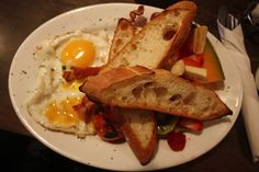 Eat: A Breezy Brunch at the Easy Restaurant. Mouthwatering meals in Roncesvalles, Toronto! Canadian Holidays, Easy Restaurant, Toronto, Brunch, Meals, Breakfast, Food, Morning Coffee, Meal