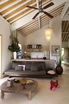 beautifull home, especially love the kitchen and bath - Visite d'un intérieur Balinais Living Area, Living Spaces, Living Room, House Bali, Home Interior Design, Interior Architecture, Balinese Interior, Style At Home, Home And Living