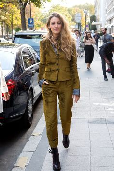 celebvegas is online Website which gives you HOLLYWOOD favorite celebrities photos, gossip and daily activity. this time we share Blake Lively at Her Hotel Blake Lively Street Style, Mode Blake Lively, Blake Lively Outfits, Blake Lively Style Casual, Blake Lively Fashion, Suit Fashion, Fashion Week, Look Fashion, Winter Fashion