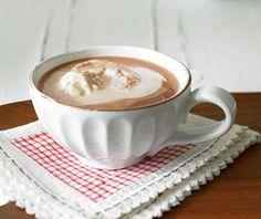 Heiße Schokolade oder Kaffee? Beides! Dazu ein Topping aus Sahne und Eierlikör.