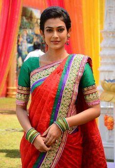 Indian Actress Pics, South Indian Actress Hot, Indian Actresses, Actress Photos, Beautiful Girl Indian, Most Beautiful Indian Actress, Beautiful Saree, Beautiful Roses, Beautiful Actresses