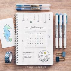 This is such an amazing idea for the bullet journal! Every year I get more organized and I love it! Can't wait to try this idea in my own planner! Bullet Journal 2019, Bullet Journal Notes, Bullet Journal Spread, Bullet Journal Layout, Bullet Journal Inspiration, Bujo, Monogramm Alphabet, My Planner Colibri, Weekly Log