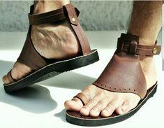 Sandals 2014, Men Sandals, Fashion Sandals, Leather Sandals, Pretty Sandals, Beautiful Sandals, Male Feet, Huaraches, Leather Men
