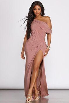 Gala Dresses, Sexy Dresses, Beautiful Dresses, Fashion Dresses, Fashion Clothes, Stylish Clothes, Long Dresses, Off Shoulder Evening Gown, Shoulder Dress