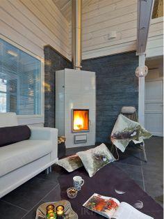Тон интерьеру дома задают строгий камин и текстиль. Модель двухэтажного дома H2-115 #Ikihirsi #деревянныйдом ikihirsirussia.ru