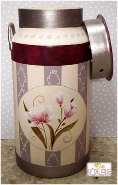 Lechera decorada Tole Painting, Diy Painting, Painted Milk Cans, Old Milk Cans, Altered Tins, Pots, Country Paintings, Country Decor, Painted Rocks