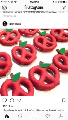 If you are looking for a yummy back to school treat to give your students, parents, coworkers or even your own kids' teachers, these apple pretzels are really easy I promise! Back To School Party, School Parties, School Fun, Back To School Gifts For Kids, School Times, School Teacher, Kids Meals, Easy Meals, Apple Theme