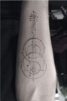 Tatuaje de delicadas líneas que siempre te acompañarán.