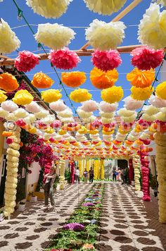 The streets of Tomar during the Festa dos Tabuleiros (Festival of the Trays). Desi Wedding Decor, Wedding Stage Design, Wedding Hall Decorations, Marriage Decoration, Wedding Mandap, Home Wedding, Flower Decorations, Wedding Receptions, Wedding Ideas