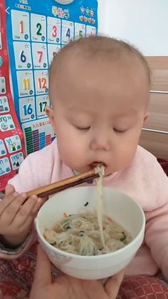 Kids Discover Developing those chopstick skills at an early age забавные дети Funny Baby Memes Funny Video Memes Funny Jokes Hilarious Baby Jokes Cute Funny Babies Funny Cute Cute Asian Babies Asian Kids Funny Videos For Kids, Cute Baby Videos, Videos Funny, Humor Videos, Cute Funny Babies, Funny Cute, Cute Kids, Mom Funny, Cute Asian Babies
