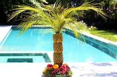 Perfect for tropical-themed parties, this palm tree serving tray and centerpiece is made of pineapples stacked on top of each other. Palm Tree Fruit, Pineapple Palm Tree, Fruit Trees, Palm Trees, Pineapple Fruit, Moana Birthday Party, Luau Party, Beach Party, Luau Birthday