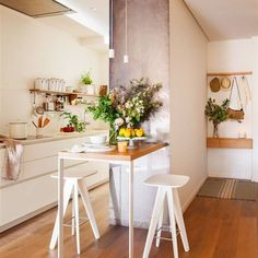 A Guide to Efficient Small Kitchen Design for Apartment Small Space Kitchen, Eat In Kitchen, Kitchen Dining, Small Spaces, Kitchen Decor, Kitchen Ideas, Loft Kitchen, Apartment Kitchen, Dining Area