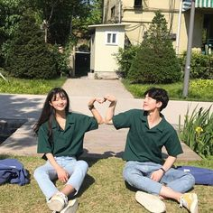 Korean Fashion Trends you can Steal – Designer Fashion Tips Couple Aesthetic, Korean Aesthetic, Ulzzang Korean Girl, Ulzzang Couple, Matching Couple Outfits, Matching Couples, Couple Posing, Couple Shoot, Cute Couples Goals