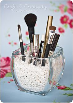 A great way to organize make-up brushes