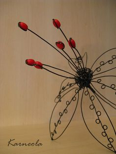Květ / Zboží prodejce Karneola | Fler.cz Wire Flowers, Beaded Flowers, Fabric Flowers, Wire Wrapped Jewelry, Wire Jewelry, Industrial Sculptures, Wire Art Sculpture, Metal Garden Art, Motif Floral