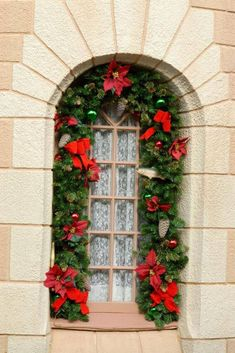 Magnificent Christmas Window Decorating Ideas For 2018 Christmas Entryway, Christmas Wreaths For Front Door, Christmas Window Decorations, Outside Decorations, Holiday Decor, Christmas Tree Trimming, Artificial Christmas Wreaths, Merry Christmas To You, Christmas 2016