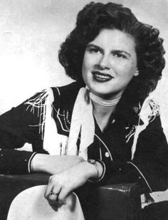 Patsy Cline was born Virginia Patterson Hensley on September in Winchester, Virginia. She was an American country music singer. Country Western Singers, Country Artists, Country Music Stars, Country Music Singers, I Fall To Pieces, Patsy Cline, Loretta Lynn, We Will Rock You, Rockn Roll