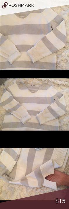 Sweater gap grey white White grey gap sweater. Side slits. Like new. Cute with white shorts pants gap Sweaters