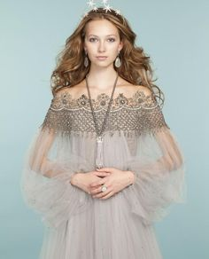 Pretty princess looks: Embroidered tulle dress from Marchesa // Jennifer Behr ti. - Pretty princess looks: Embroidered tulle dress from Marchesa // Jennifer Behr tiara // Pearl neckla - Beautiful Gowns, Beautiful Outfits, Dress Couture, Tulle Dress, Dress Up, Prom Dress, Women Artist, Moda Medieval, Mode Boho