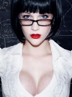 Check out Sexy looking geeks We think can't be. Sexy Geek, Wearing Glasses, Girls With Glasses, Geek Girls, Girls Life, Womens Glasses, Red Lips, Color Splash, Beauty Women