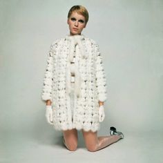 Mia Farrow photographed by David Bailey. Vogue magazine Mia Farrow holding a gun wearing black poplin trench coat with black textured stockings and suede boots, all from Cardin. David Bailey, Mia Farrow, 60s And 70s Fashion, High Fashion, Fashion Beauty, Vintage Fashion, Fashion Mag, Fur Fashion, Daily Fashion