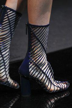 Giorgio Armani Spring 2017 Ready-to-Wear Accessories Photos - Vogue