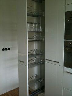 Een langgekoesterde droom is werkelijkheid! Een apothekerskast in de keuken!