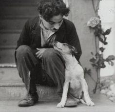 Charles Chaplin e o cachorro