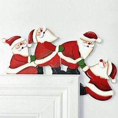 Papá Noel en marco de la puerta